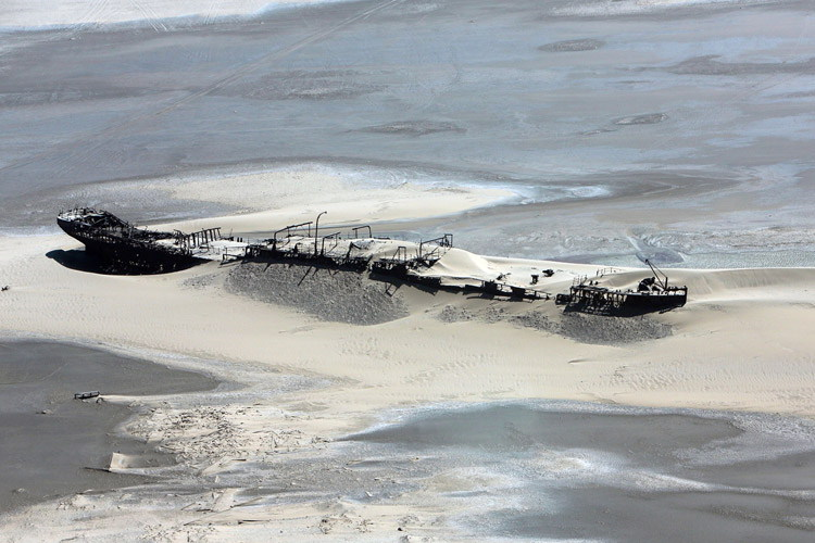 Namibia wildlife safari slide shows shipwreck on Namibia's Skeleton Coast