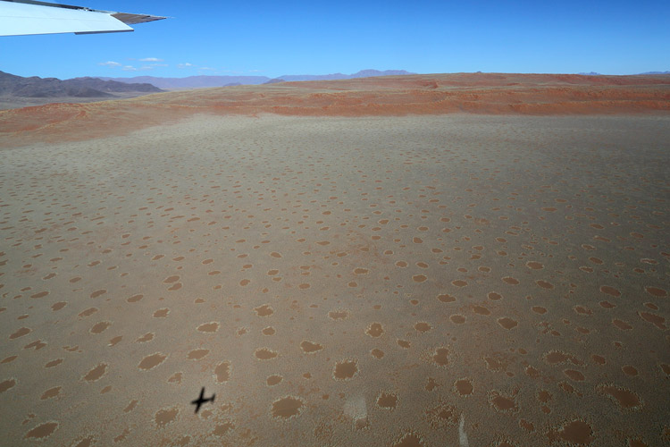 Namibia wildlife safari slide shows Namibia's desert by plane