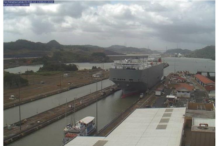 Panama tours image of miraflores locks crossing
