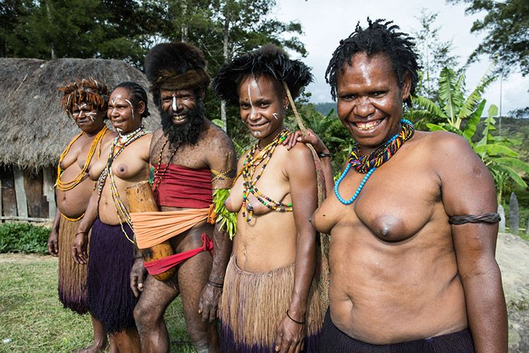papua indonesia picture of smiling baliem valley people