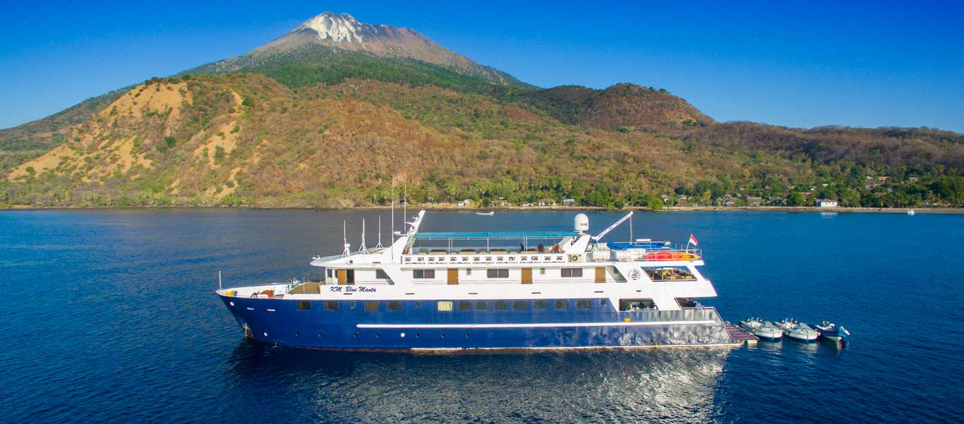 Diving Indonesia photo of liveaboard vessel Blue Manta