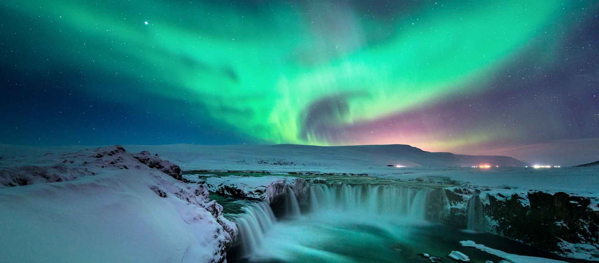 Iceland in Spring Tour photo showing the northern lights